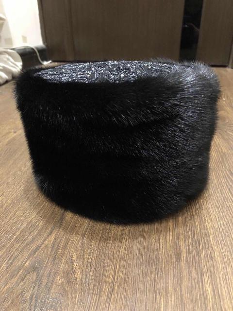 Продаю новую норковую шапку. Сшили на заказ . Размер 56-58. Очень красиво сидит
