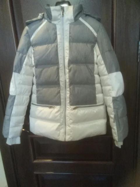 """Продаю очень теплую пуховую (70/30) куртку для девочки, фирмы Glissad. Покупали в """"Спортмастере"""".  Рост 158. С капюшоном (отстёгивается), манжеты с отверстиями для большого пальца, много карманов на молнии, дополнительный внутренний защитный пояс от ветра. С торгом"""