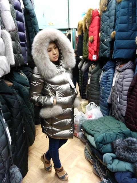 Продаю зимние куртки с натуральным мехом. Новые. Приходите ТЦ проспект 3 этаж 36 павильон. Распродажа. По фабричный ценам. Качество отличное. Размеры можно по ватсап узнать