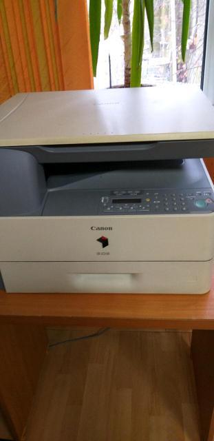Canon iR 1018 - принтер, сканер, копир.Печать лазерная, черно-белая, А4, есть двусторонняя .Тип сканера-планшетный.Печать на карточках,  пленках, глянцевой-матовой бумаге, этикетках.Тип катриджа/тонера-C-EXV18