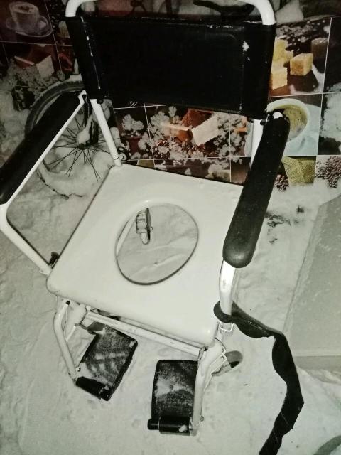 Туалет для маломобильных людей Всё снимается, складывается и раскладываеться. Доставка по городу бесплатно.