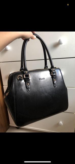 В отличном состоянии, очень красивая и вместительная сумка