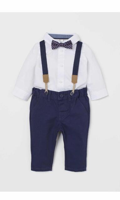 Комплект из рубашки с длинными рукавами и чиносов из хлопковой ткани. Размер 68. Состав хлопок 100%. Комплект новый, заказывали для себя, не подошёл по размеру.