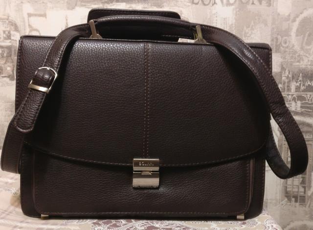 """Срочно продаю новый классический кожаный портфель фирмы """"BOLINNI"""", очень функциональный и удобный."""