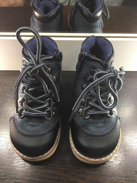 1 фото - демисизонные ботинки pasito 22 p (1000 р)  2 фото - ботиночки с мехом 18 р (400 р) 3 фото - ботинки 18 р (400 р) Все в идеальном состоянии, носили пару раз.