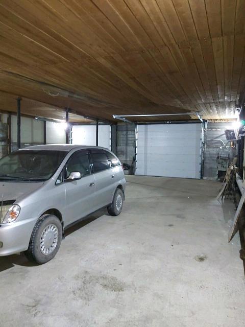 На зимний период места в теплом охраняемом гараже под автобусы автомашины. Рядом в 50 метрах остановка автобусов 2 и 14. Ул. Покрышкина, 43
