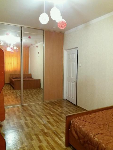 Срочно продается однокомнатная квартира в центре города район Сахацирка по ул.Ломоносова 29, площадь 44квм, этаж 5/9, 2009гп, В квартире остается стиральная машина, кухня, холодильник. Окна выходят во двор. Все необходимое в шаговой доступности. Торг реальным покупателям. Риэлторам просьба не беспокоить.
