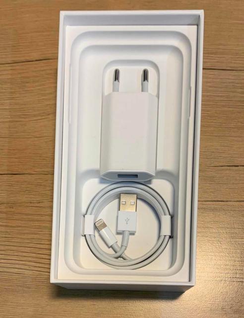 Адаптер и зарядный провод  Состояние 10/10 от iPhone XS Неиспользованные, упаковка не распечатана