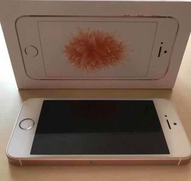 iPhone se 16 gb rose gold, все идеально кроме отпечатка(кажется ремонту подлежит), все родное ничего не меняла, в комплекте доки, коробка, зарядник, чехол(качественный). Торг реальному покупателю (разумный)