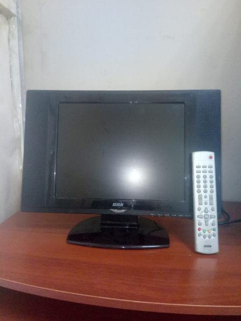 Жидкокристалический телевизор, отлично показывает