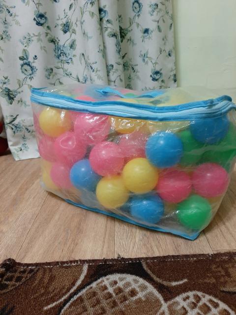 Продаю шарики для сухого бассейна 137 шт.