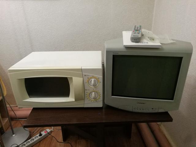 Телевизор Sony + настенный кронштейн + СВЧ Daewoo + тостер Bosch.