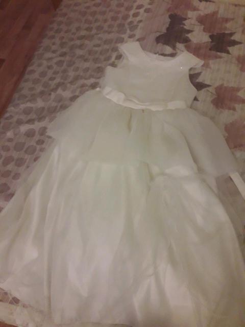 Продаю платья на девочку 7-8 лет носили один раз. Каждая по 500р. Только ватсап 89141042940