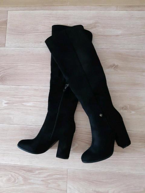 СРОНО!!! продаю новые женские демисезинии сапоги искусственная замша смотрятся как натуральная, очень красивые и модные 35р-р.😍👍