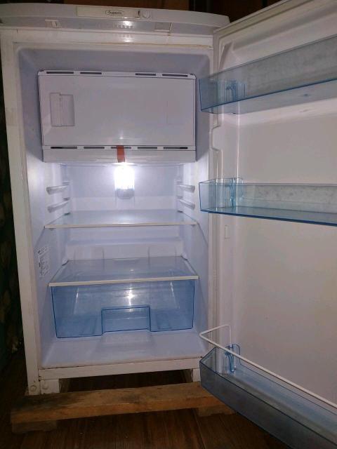 Продаю холодильник , пользовались всего 1,5 месяца ( стоял в летнем кафе ) . Самовывоз . Строго ват сап , смс 89247635485