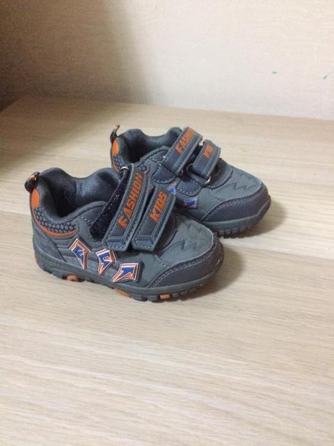 Продам кроссовки в отличном состоянии на мальчика, размер 21, возраст примерно на 1-1,5 года