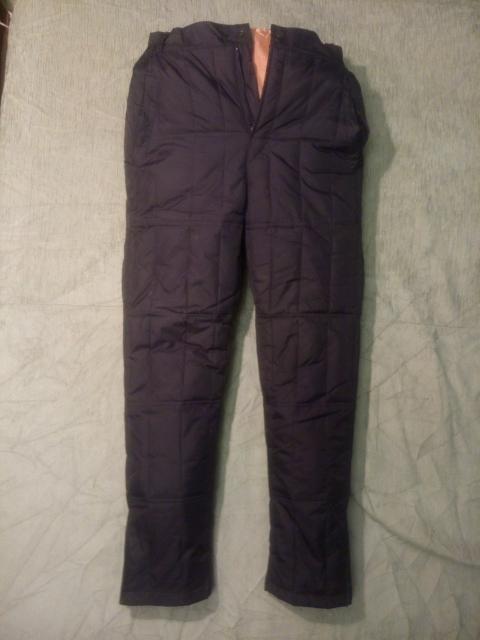 Теплые зимние черные штаны новые в прекрасном состоянии. Размер 42-44, рост 148-155 (мне размер не подошел). Утеплитель пух.