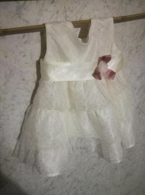 Испанское платье Anaving стоимостью около 5000 длина от плеча до низа 36 см.Три ряда оборок из атласа и тюли в горошек.Сьемная брошь.Очень качественное и нарядное.Повязка на голову с цветком.Самовывоз с центра.Одевали один раз на фотосессию.Есть хлопковые платья ,пишите