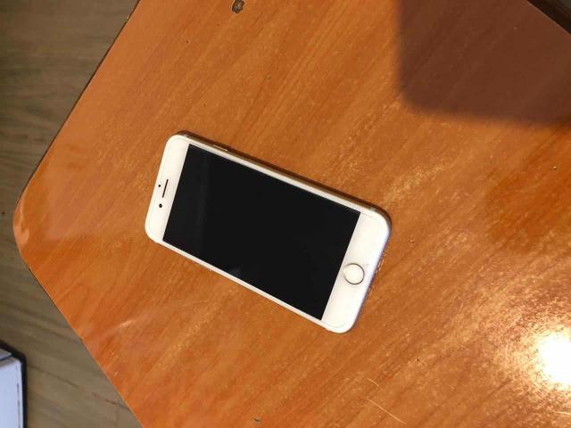 Обменяю 2 на один достойный телефон марки apple