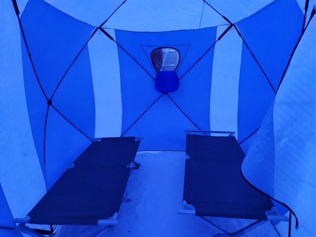 Продаю зимнюю 2 слойную палатку+2 раскладушки. Палатка устанавливается и собирается за 5 минут одним человеком. Очень удобная и вместительная палатка для 3-4 человек. Можно поставить даже 4 раскладушки с печкой