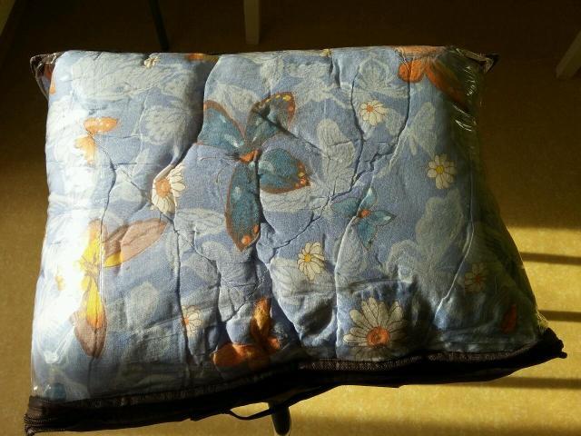 Одеяло взрослое наполнитель холофайбер практически новое размеры 1.5   на 2 очень красивое