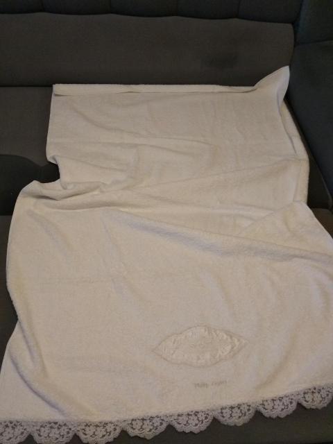 Полотенце 100 процентный хлопок, размер 155*100, старая коллекция Цептер. Не использовалось. Самовывоз из центра города.