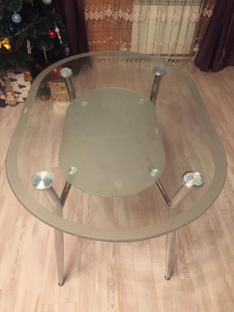 Продам стеклянный кухонный стол