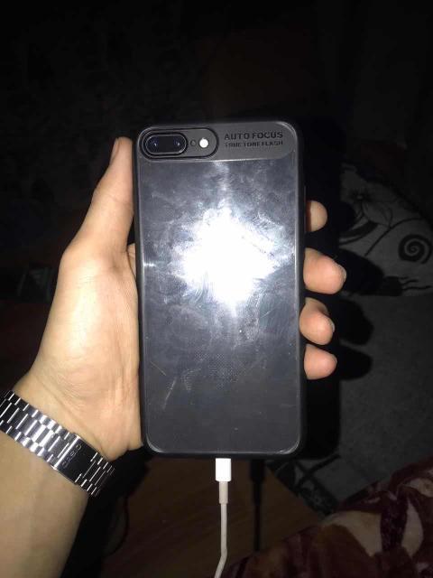 отличный телефон,все отлично работает с полной комплектацией,телефон не глючит не логает,память на 256 гб пишите звоните 89992448001 только продажа обмена нет.