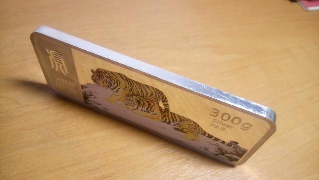 Слиток коллекционный, серебро 999 пробы,  вес 300 грамм,  с документами Сбербанка.