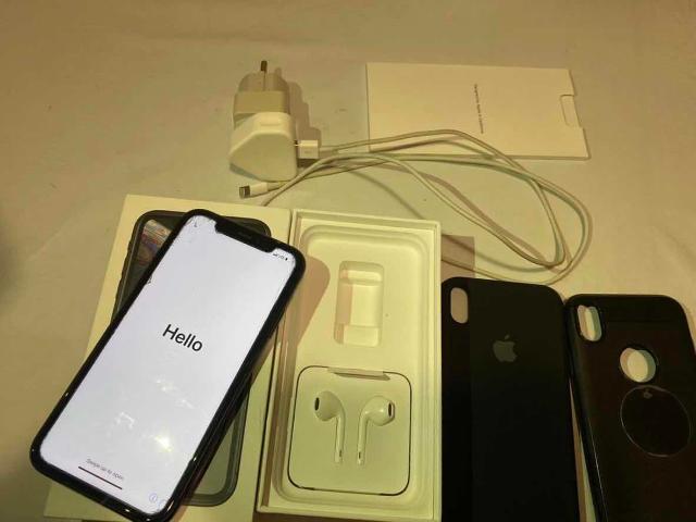 Продаю или обмен не спеша iPhone XR 64gb space grey , в отличном состоянии , стоит защитное стекло , емкость аккумулятор 93% , в ремонте не был , полный родной комплект + 2 чехла (1 чехол оригинал) , наушники не вскрытые , варианты