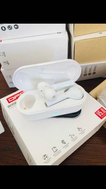 Продаю беспроводные наушники, качественные фирменные free bud новые белые , удобно в спортзале , фото по ватсап