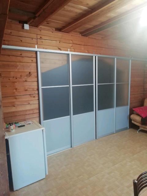 Продаются готовые раздвижные двери (4 шт.) ширина 0,75м, высота регулируемая примерно 2,18м. Состояние отличное