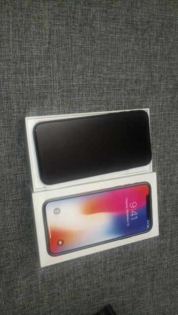 Продаю айфон X black в отличном состоянии полный родной комплект, чехлы.