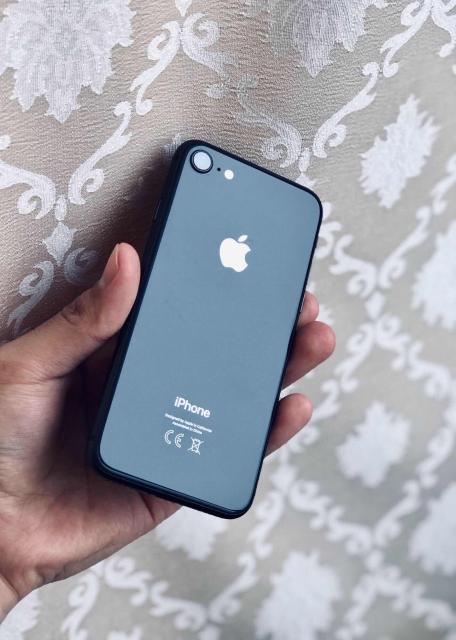 Продаю iPhone 8 (64GB) в Идеальном Состоянии. Полный Оригинальный комплект. Абсолютно всё работает. Никогда не ломался, не ремонтировался. Не глючит, не лагает. Батарею держит Отлично (90%). Один хозяин. Причина продажи: купил новый. Без торга и обмена.