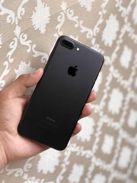 Продаю iPhone 7 Plus (256GB) в Идеальном Состоянии. С Документами. На Гарантии. Полный Оригинальный комплект. Был куплен в июле этого года. Абсолютно всё работает. Без единой царапины и потёртости. С момента покупки стоит защитное стекло. В подарок отдам Оригинальный чехол от Apple. Без торга и обмена. Телефон отрываю от сердца. Если хотите с уверенностью купить хороший телефон, то это ваш вариант.
