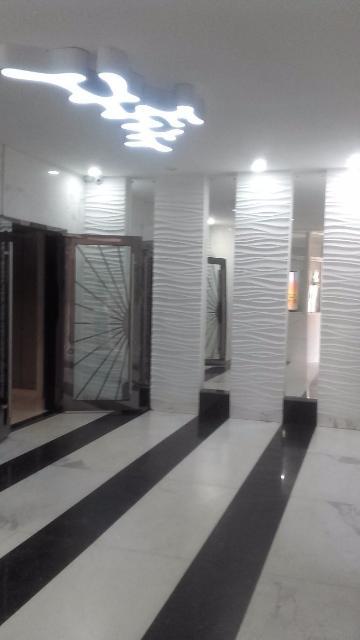Продается 2-х комн. квартира в центре города. Квартира расположена на 12 эт из 16. Автономное отопление, панорамные окна выходят на зел. луг и проспект Ленина. Территория огорожена, видеонаблюдение по периметру здания и внутри. Два лифта, евроремонт подьезда, консьерж. Детская площадка летняя и зимняя ( теплая) на 3 эт. Обременение Газпромбанк.