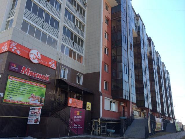 СРОЧНО продаю 2-х комнатную квартиру в доме 2013г. постройки, расположенный по адресу ул. Каландаришвили 7, 7 этаж, окна выходят во двор. САМЫЙ развитый район города: СВФУ, ТЕАТРЫ, магазины и крупные организации. Площадь 76м2. Ванная комната с отдельным окном, отдельный туалет. Большая гардеробная комната. Кухня-зал совмещенные площадью 40м2.  Газовая плита.  Балкон со стеклопакетом. Без долгов и обременений. Один собственник. Прописанных нет. УК Комдрагмета - низкая коммунальная оплата. Хорошие и тихие соседи. При оплате за наличный расчет СКИДКА! ПРОДАЖА от собственника.