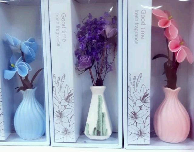 Миниатюрные цветочки из мыла в замечательной вазе..приятно пахнут Еще одна идея для подарка для любимых ,родных и друзей..