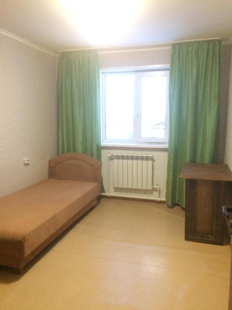 Сдаю уютные комнаты на длительный срок в двухэтажном ч/б доме, желательно представителям женского пола. Район Ростелекома. Подробности через WhatsApp.
