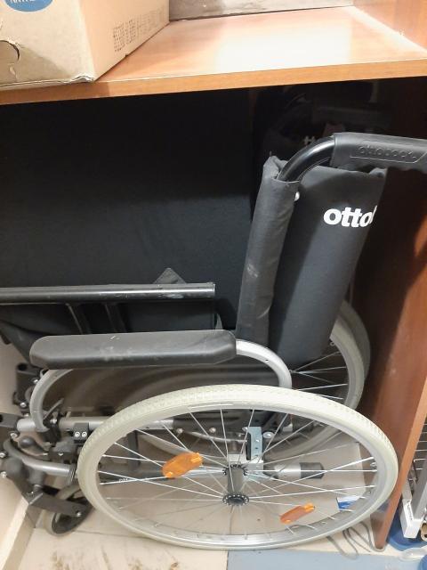 Продаю коляску Otto прогулочную, коляску комнатную, матрас противопролежневый  с компрессором, пульсоксиметр