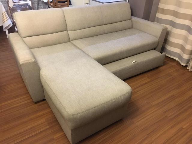 Продам угловой диван, после химчистки (20.02.2020), есть небольшие косяки на фото видно. Торг