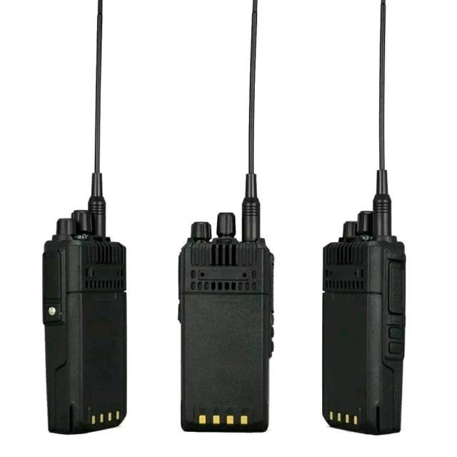 Продаю уникальную мощную портативную рацию - LEIXEN NOTE, мощностью 20Вт. Эта рация нужна для переговоров на дальние расстояние, когда мощности обычных портативных раций не хватает. Дальность связи: в городе - до 6км, в лесу - до 12км, на открытой местности - до 20км. Мощность рации регулируется кнопкой - 5/10/20вт. Рабочее напряжение 12,6В, емкость АКБ - 4000мАч. Длина антенны 37см. Цена 6500 руб/шт.
