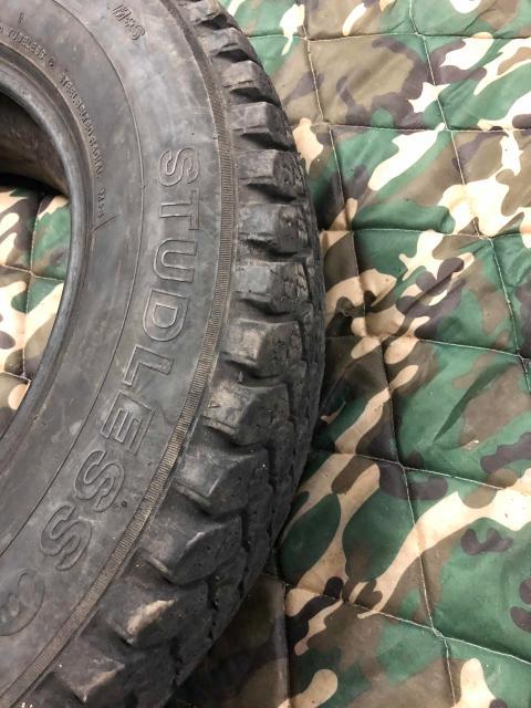 Резина LT грузовая в хорошем состоянии. Осталась только одна штука.