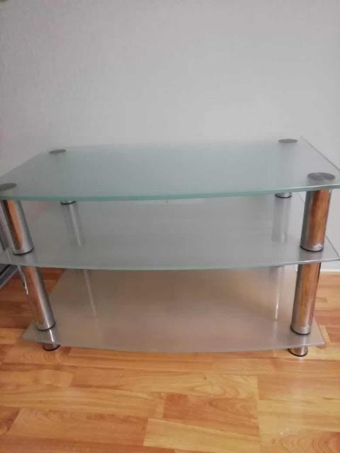 Продаю новую стеклянную тумбу под телевизор за 3000 рублей. Тел. 89248780204
