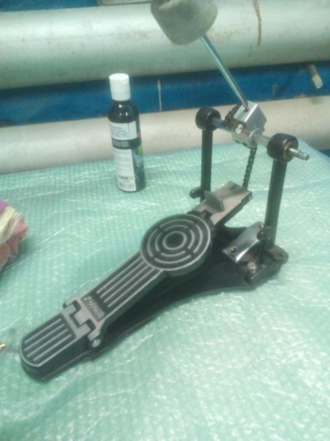 Продаю очень хорошую и крепкую педаль без пружинного механизма... SONOR 473  Механизм пружины стоит на Али 200р... продаю в связи за не надобностью