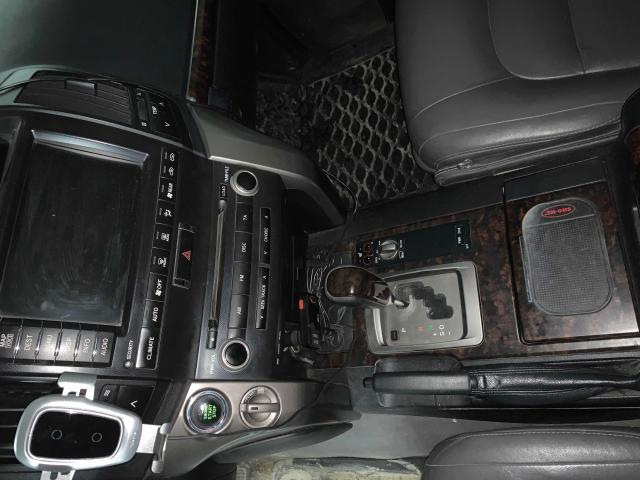 Бензин + газ 5 поколения, камера з/х, люк, салон кожа, сигнализация с сотовым модулем - можно завести машину откуда угодно + gps модуль покажет где она находится в данный момент. Кузов покрашен черной матовой краской, защиты бампера спереди и сзади, музыка штатная, в комплекте колеса с литьём зима/лето.  Зима R17, лето R20.  Машина в ОТС, все жидкости своевременно менялись, зимовала в теплом гараже изредка выезжая на свежий воздух. Цена 1750000. На обмен 1850000.  Рассмотрю все варианты.
