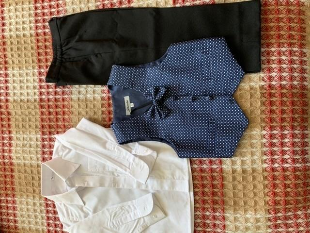 Продам костюм тройку на мальчика, в хорошем состоянии, одевали пару раз, рост 98.