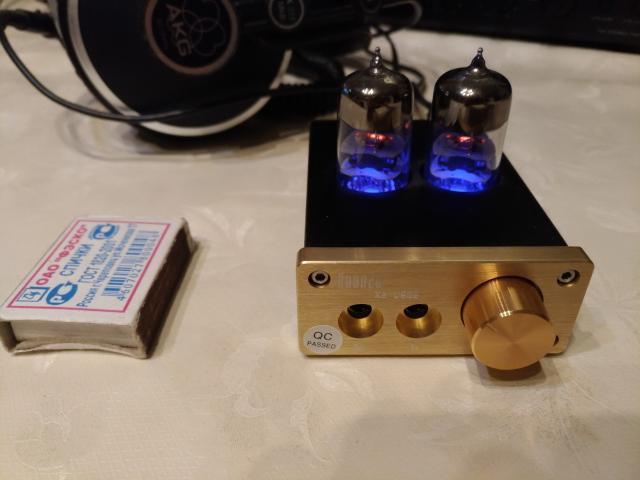 Продам ламповый усилитель для наушников Xuanzu X2-U808. Лампы 6J9-J (возможно заменить на другие). Внешний блок питания. Линейный вход и выход на наушники 3.5мм. Состояний нового.