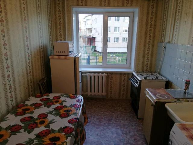 Сдаю 2-х комнатную квартиру, 45.7 кв. метров. 202 микрорайон корпус 3. 3 подъезд. 1 эт. кв. 41. Есть мебель, стиральная машина, холодильник, микровалновка, гащовая плита и т. д. Туалет раздельный. вид на децкую площадку. Соседи не шумные. Условия комфортные. Крмунальные услуги и включены. 89248682289