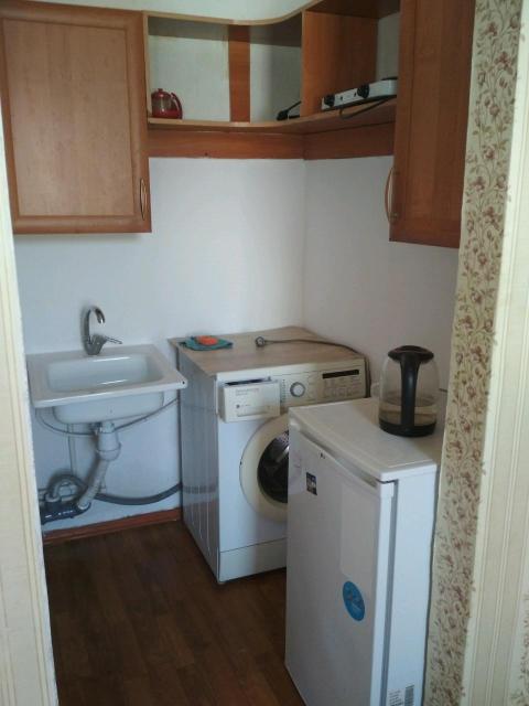 Сдаётся студия с мебелью, стиральная машина, холодильник, посуда. Не солнечная сторона. Оплата 13000+ счётчики. Всё необходимое есть.